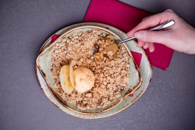 Spiced pear and apple crumble (gluten-free)